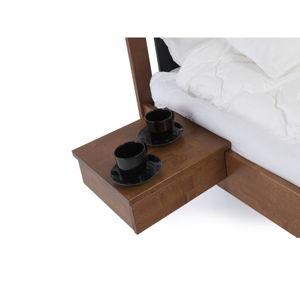 Do hněda mořený ručně vyráběný noční stolek z masivního březového dřeva Kiteen Koli