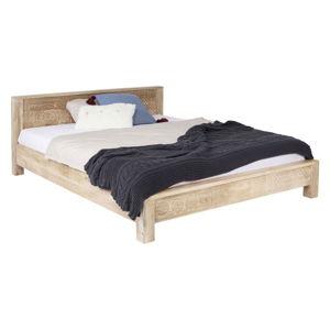 Ručně vyřezávaná postel z mangového dřeva Kare Design Bett Puro, 180 x 200 cm